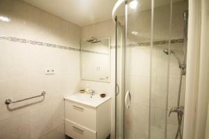 A bathroom at Barcelona Downtown Apartments