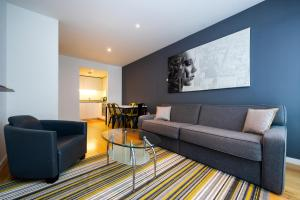 A seating area at Staycity Aparthotels London Heathrow