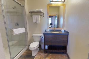 A bathroom at Sunstone 313