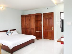 A bed or beds in a room at Maison Khanh - Hotel&Apartment