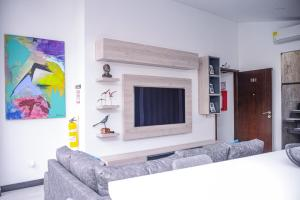 A television and/or entertainment center at Apartamento Lleras AC Hot Tub