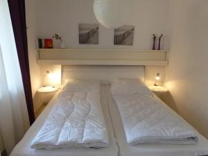 A bed or beds in a room at Naturdüne Wohnung 3
