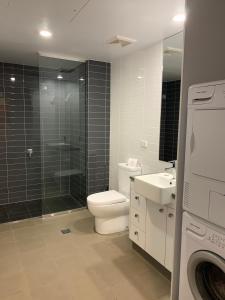 A bathroom at Quest Mackay on Gordon