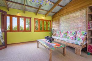 A seating area at Albany Bali Style Accommodation