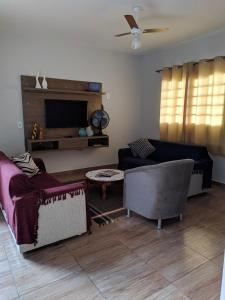 A seating area at Casa para temporada Bonito MS