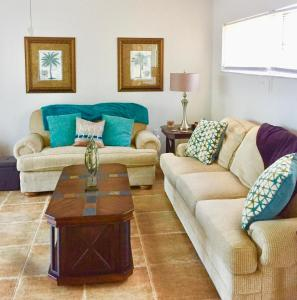 A seating area at Island Time Rentals