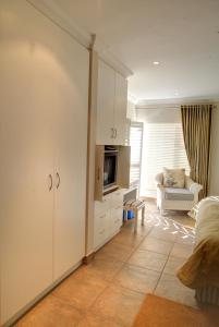 A kitchen or kitchenette at Makarios On Sea