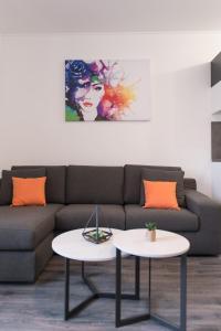 A seating area at Apartments Sherri