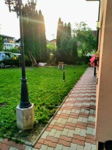 Ein Garten an der Unterkunft Salzburg Langwied Apartment