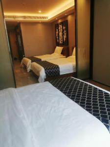 A bed or beds in a room at Nuomo Beijing Rd. A Jiedeng Mix International Apartment