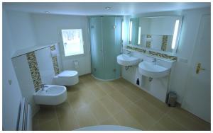 A bathroom at Ferienhaus Am Skihang