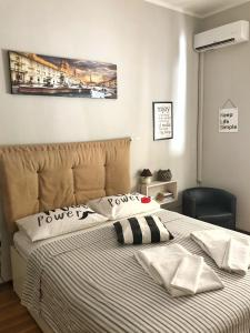 A bed or beds in a room at Apartment4night
