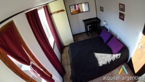 Una cama o camas en una habitación de Bariloche alojamiento