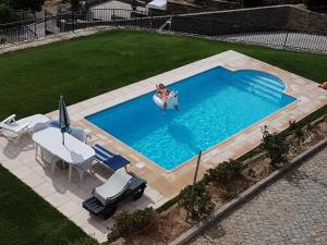 A view of the pool at Casa grande Covelinhas or nearby