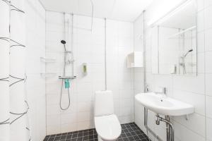 حمام في فورينوم أبارتهوتيل إسبو ليبافارا
