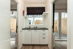 A kitchen or kitchenette at Museumpark Apartments