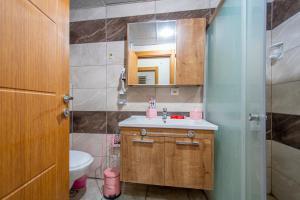 A bathroom at Adapark Rezidans