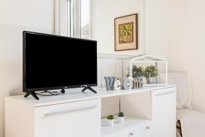 A television and/or entertainment center at Marconi Airport Cozy Dream Flat