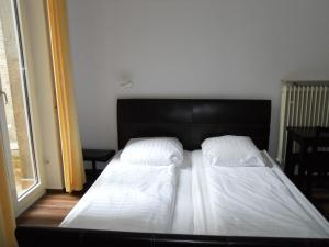 A bed or beds in a room at Apartments Duval
