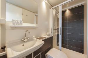 A bathroom at Tiny floating house Ibiza