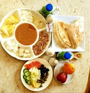 Breakfast options available to guests at Aswar Hotel Suites
