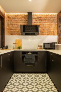 A kitchen or kitchenette at Espacioso apartamento moderno recién reformado by S@H!