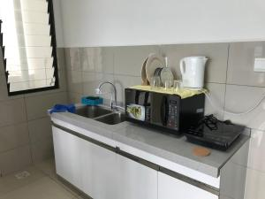 A kitchen or kitchenette at NEW Premium Homez Suite 2R2B with Sea View