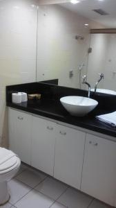 A bathroom at Ondina Apart Hotel Salvador