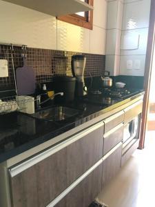Una cocina o zona de cocina en Moradas Dias Amarelas