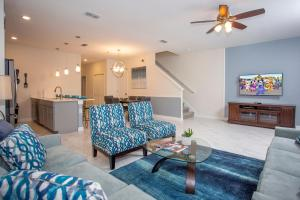 A seating area at Wonderful 5 Bedroom w/ Pool Close to Disney 4801