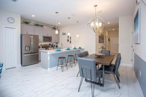 A kitchen or kitchenette at Wonderful 5 Bedroom w/ Pool Close to Disney 4801