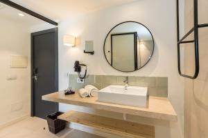Een badkamer bij Mar Hotels Paradise Club & Spa