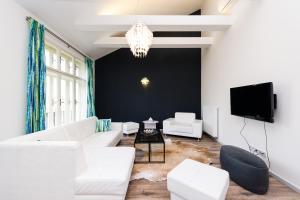 Coin salon dans l'établissement EMPIRENT Mucha Apartments