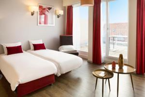 A bed or beds in a room at Aparthotel Adagio Basel City