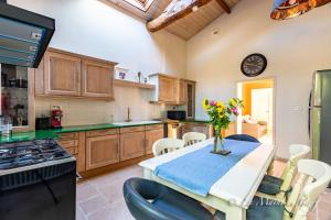A kitchen or kitchenette at Luxury Chateau France - Pool
