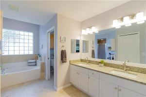 Ein Badezimmer in der Unterkunft Tropical Heated Pool Home Estates