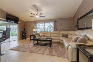 Ein Sitzbereich in der Unterkunft Tropical Heated Pool Home Estates