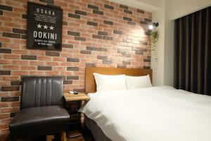 A bed or beds in a room at OOKINI HOTELS Ota-Road Apartment