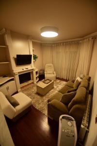 A seating area at Condomínio Residencial Bugannvilias Flat