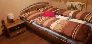 A bed or beds in a room at Schöne möblierte Whng in Böblingen. Zentrale Lage.
