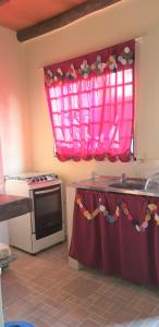A kitchen or kitchenette at Chale para temporada - Bonito MS
