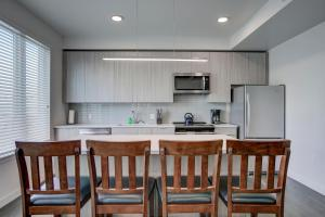 A kitchen or kitchenette at SoBe Denver 30 Day Rentals