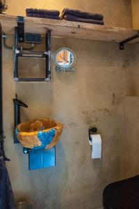 A bathroom at Goudse Watertoren, 't kleinste woontorentje van Nederland