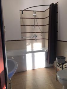Vannas istaba naktsmītnē Lāču Miga