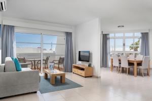 Coin salon dans l'établissement Santa Barbara Golf and Ocean Club By Diamond Resorts