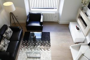 A seating area at Princes Square Flat 3B with Wonderful Double Bed