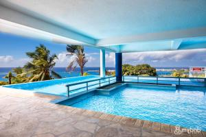 The swimming pool at or close to The blue lagoon studio in Papeete – w/Pool