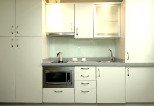 A kitchen or kitchenette at Classbedroom Born Apartments