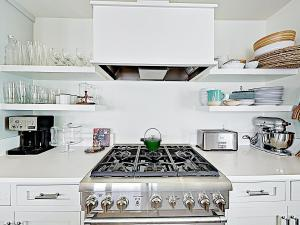 A kitchen or kitchenette at New Listing! Key Allegro Waterfront Home W/ Pool Home