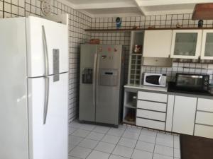 A kitchen or kitchenette at OÁSIS SALVADOR-BAHIA